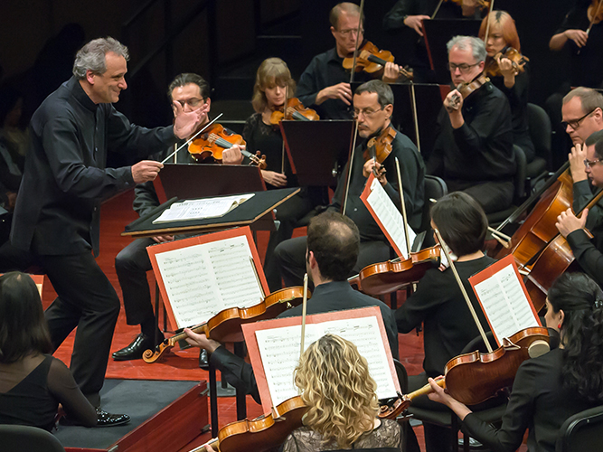 Louis Langrée conducts the Mostly Mozart Festival Orchestra
